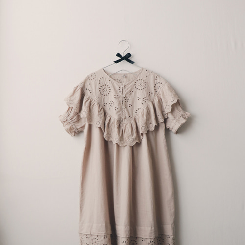 [by mani] butterfly eyelet lace dress (beige) (재입고)