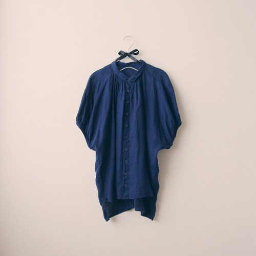 [by mani] antique shirring linen blouse : ink navy (재입고)