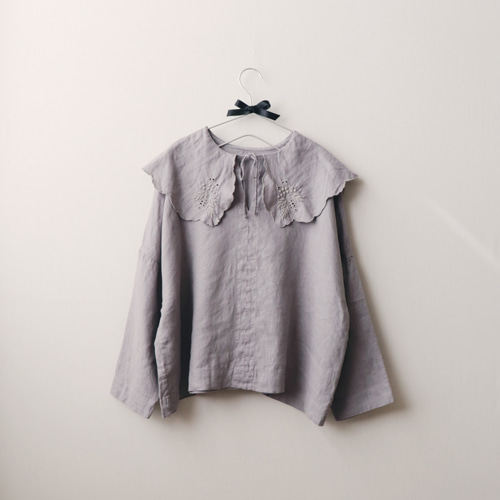 [by mani] embroidery cape linen blouse (gray)