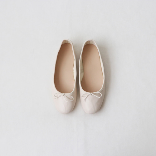[by mani] macaron ribbon flat shoes (ivory)