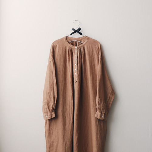 [by mani] authentic smock linen dress (camel)