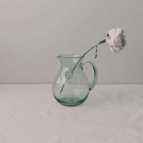 [by mani] antique glass jug vase