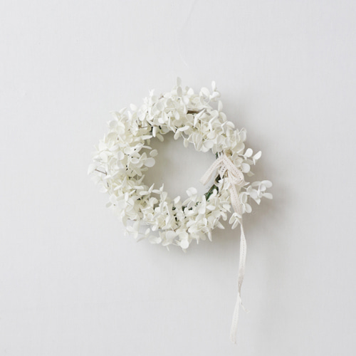 [by mani] blanc gum tree wreath